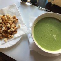 supă de broccoli cu crutoane, rezonabilă, dar data viitoare aș încerca altceva