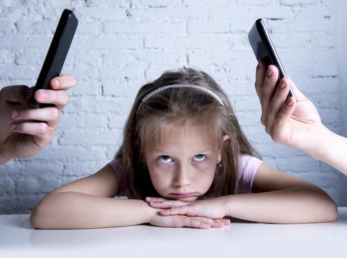 fata parinti dependenti telefoane