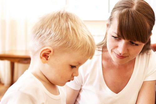 mama-discuta-copil