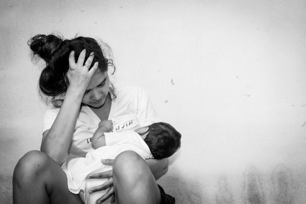 mamă obosită copil