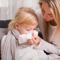mamă copil răcit