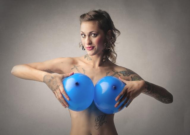 femeie taci alapteaza adanci batraneti miruna ioani