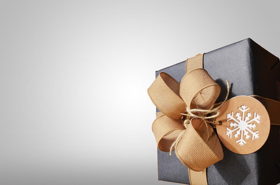Un cadou nu e o pereche de pantofi, ci cinci minute din timpul tău pentru ea