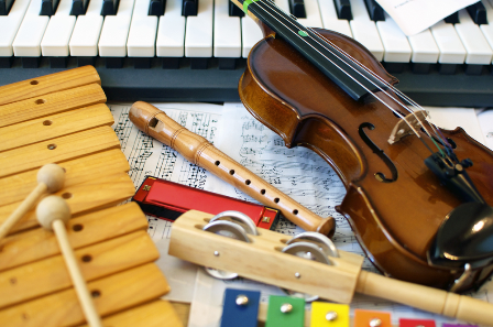 Ajutor, nu știu să-i cânt copilului meu! (Despre cursuri de muzică pentru bebeluși și copii până la 5 ani) miruna ioani