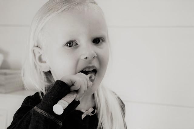Demineralizarea dinților la copii - câteva sfaturi în afară de clasicul oprește alăptarea miruna ioani