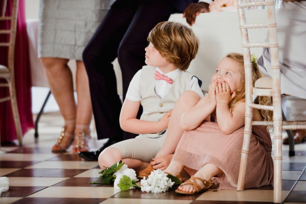 Cu copilul la nuntă- ghid de bună purtare pentru părinții invitați miruna ioani