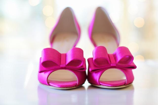 Dresscode-ul nescris, la nuntă îmbraci în alb sau deschis mireasă miruna ioani