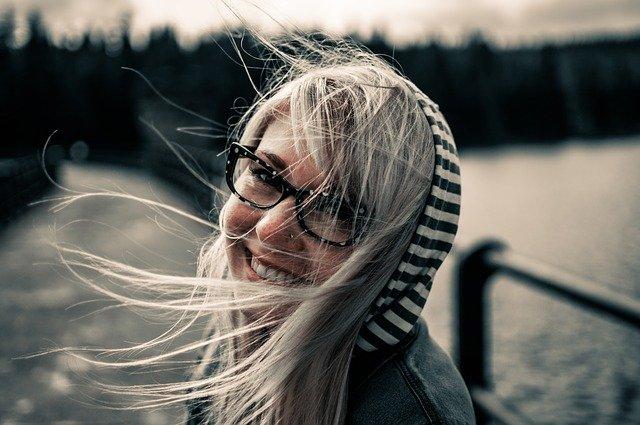Un zâmbet e fericirea de sub nasul tău miruna ioani