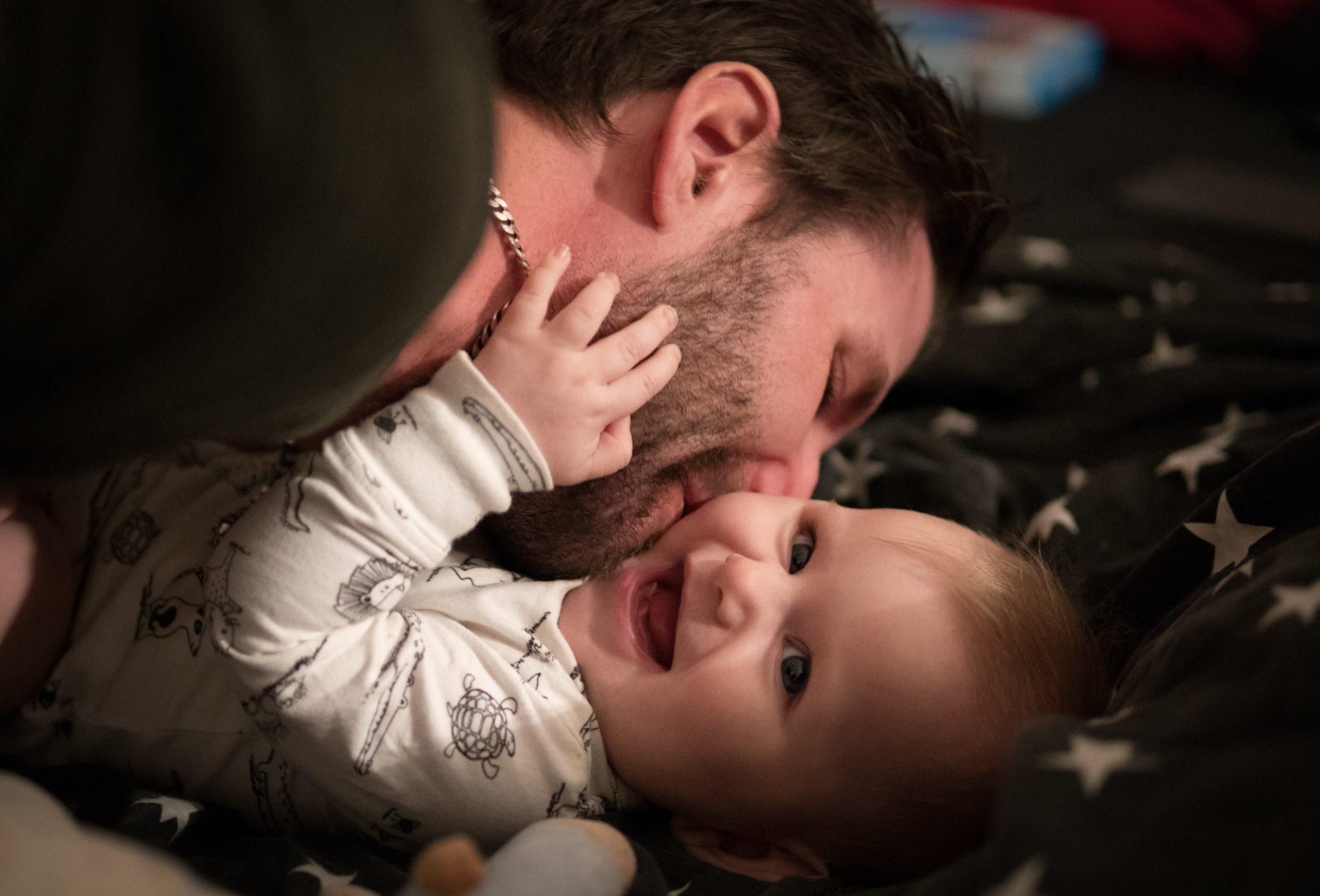 Încurajați-l și lăsați-l. Tatăl e un părinte perfect capabil și el miruna ioani