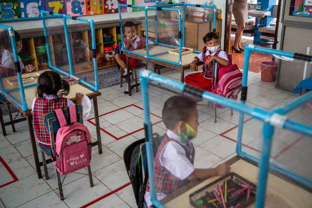Pozele cu elevii unei școli din Thailanda șochează prin măsurile luate împotriva răspândirii covid